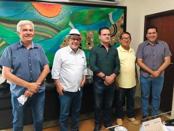 Dimas e Marcus Marcelo em Pedro Afonso, com o prefeito Joaquinzinho; o vice-prefeito Meneses; e o ex-prefeito Eduardo Madruga.